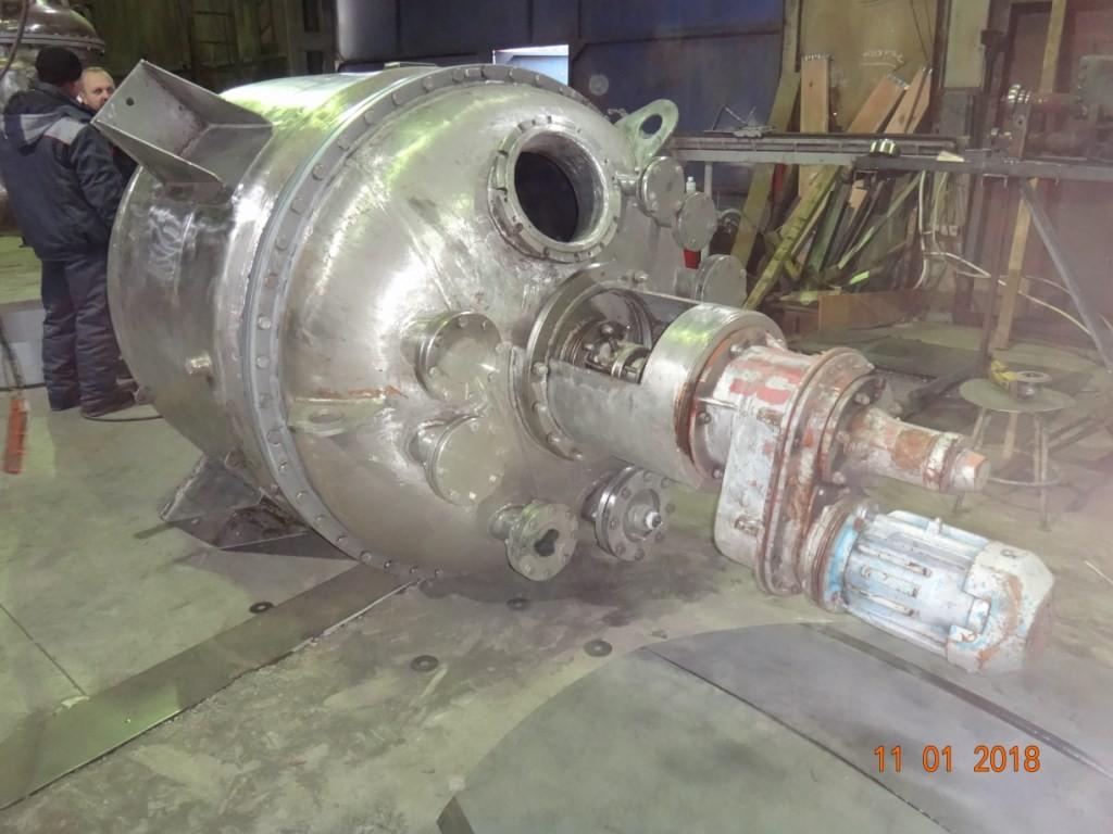 Химический реактор объём 2,5 м.куб.