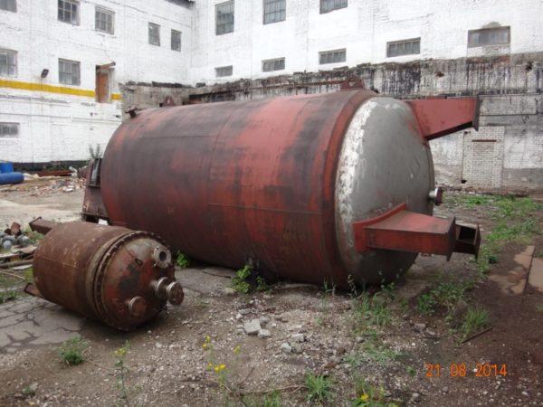 Химический реактор (аппарат с перемешивающим устройством) объёмом 16 м.куб.