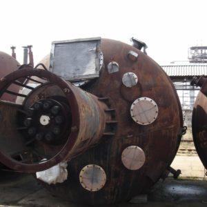 Химический реактор (аппарат с перемешивающим устройством) объёмом 25 м.куб.